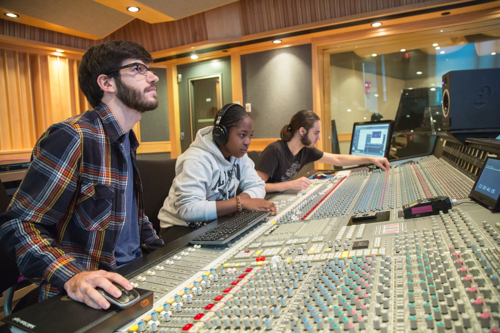 Audio Production: Choosing the Right Training Program at the Best School
