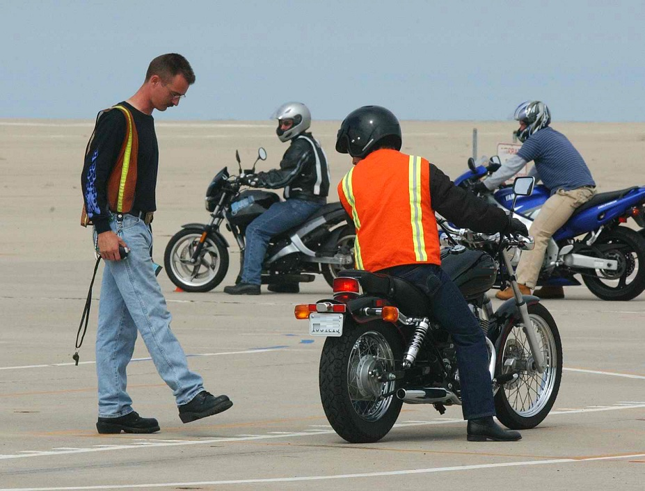 Finding The Right Motorcycle Riding School – A Quick Guide!